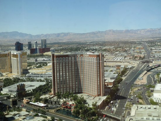 Wynn Las Vegas: View looking towards the mountains