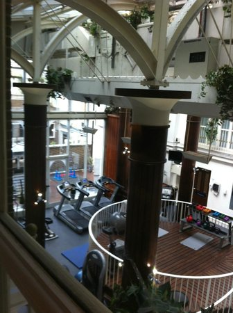 Hilton London Euston: 1st floor room over looking the gym