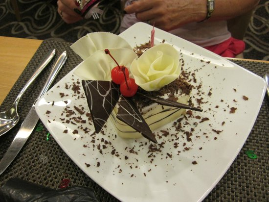 Liberty Central Hotel: Typical of the standards set by the staff, this cake was presented on my sister's birthday