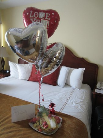 The Point Orlando Resort: Surprise fruit display, gift message, and balloons for my husband