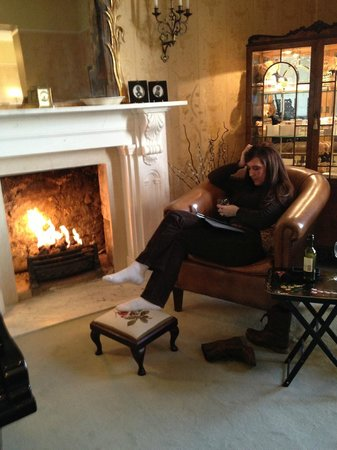 Apsley House Hotel : Sitting area fireplace