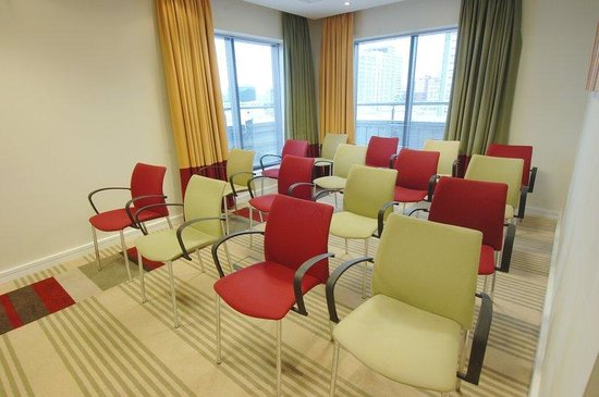 Holiday Inn Express London Croydon: Meeting Room set as theatre style