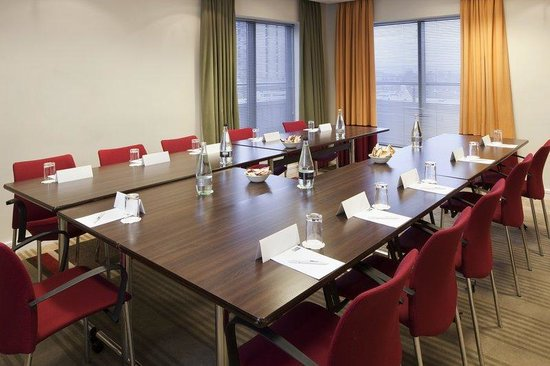 Holiday Inn Express London Croydon: Meeting Room where you can pre order lunches for clients