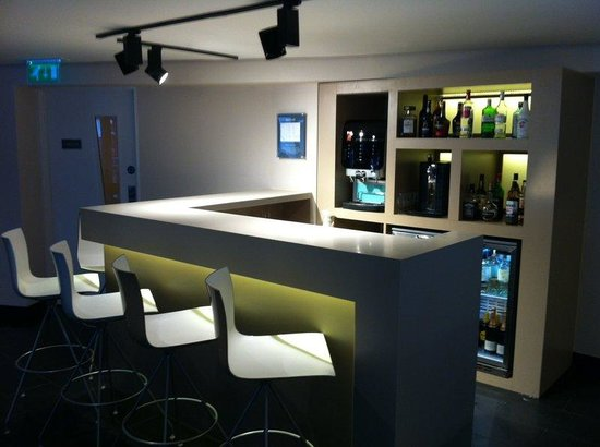 Holiday Inn Express London- Southwark: Lobby Bar