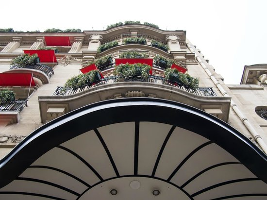 Hotel Plaza Athenee: Iconic facade