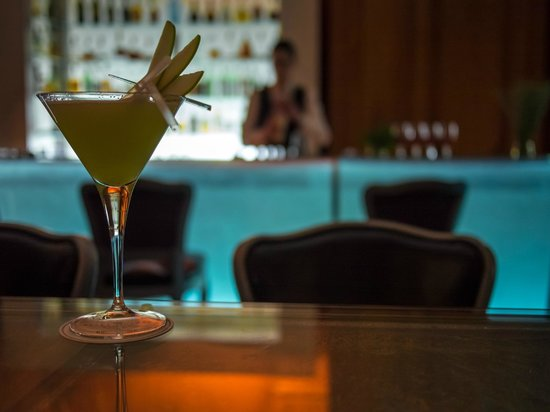 Hotel Plaza Athenee: Apple Martini at the Bar