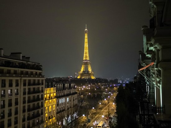 Hotel Plaza Athenee: Eiffel Tower by Night