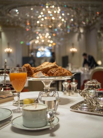 Hotel Plaza Athenee: Perfect breakfast