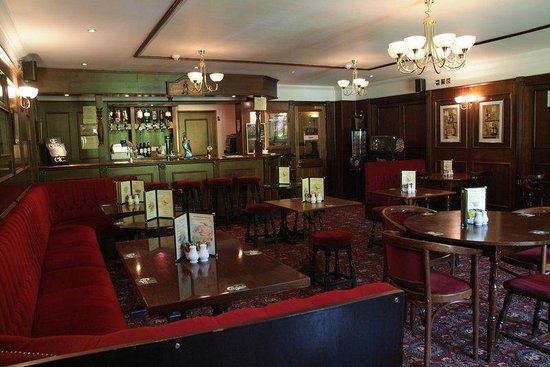 Horley, UK: Belmont Bar