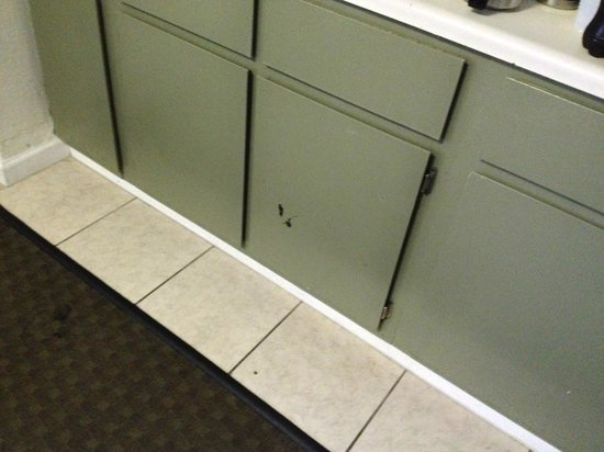 The Reef at Seahaven Beach Resorts: New cabinets?  NOT!!!