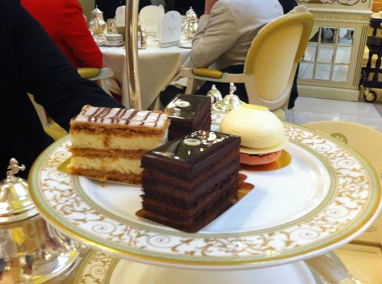 The Ritz London: Afternoon tea cakes