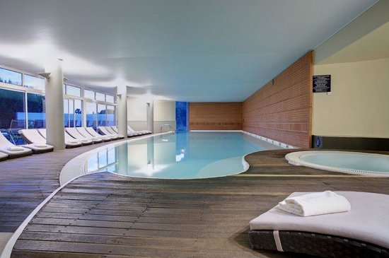 Saint-Cyr-sur-Mer, Francia: Indoor heated pool and jacuzzi