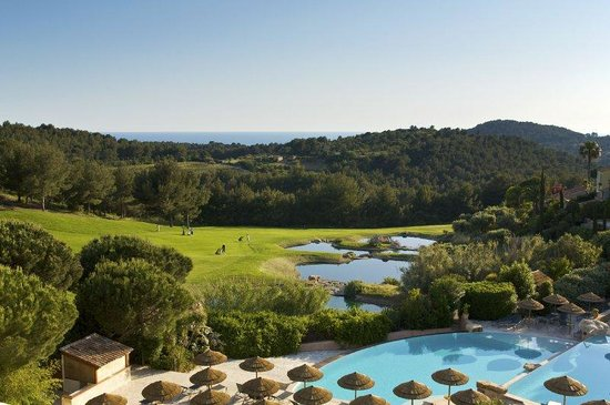 Saint-Cyr-sur-Mer, Francia: Outdoor pool, hotel Dolce Fregate Provence, France
