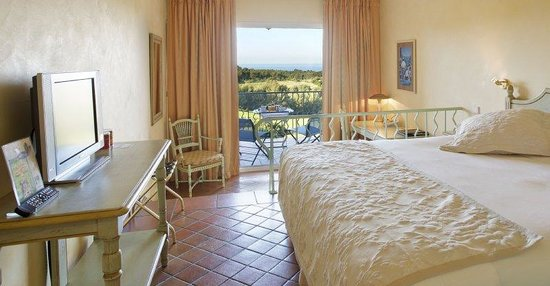 Saint-Cyr-sur-Mer, Francia: Superior Golf and Sea View room, Provence, France