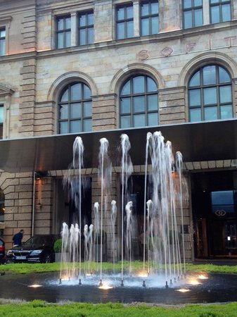 Sofitel Munich Bayerpost: Hotel Entrance