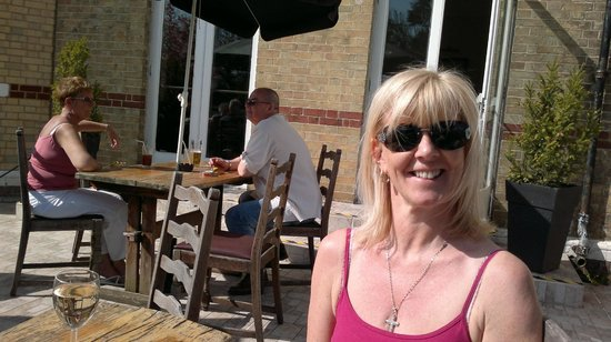 Horley, UK: Having a drink in the grounds