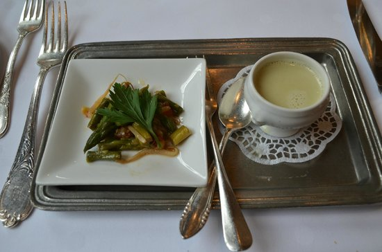 Burghotel Auf Schönburg: First course...asparagus salad and cream of leek soup