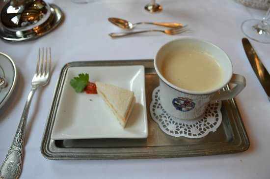 Burghotel Auf Schönburg: Cream of White tomato soup and cheese and pepper sandwich