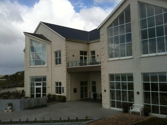Inchydoney Island Lodge & Spa: front of the hotel