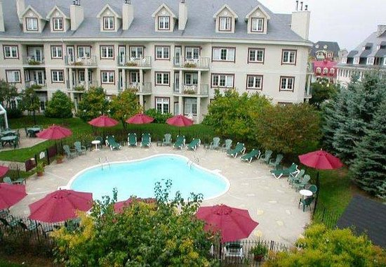 Residence Inn Mont Tremblant Manoir Labelle: Outdoor Pool