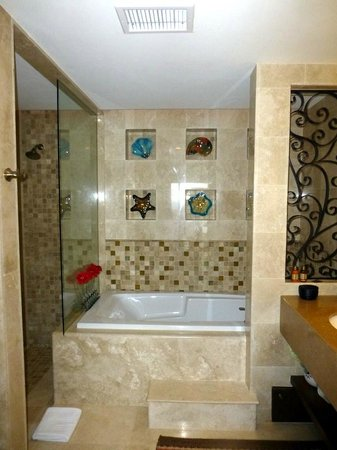 Grand Solmar Land's End Resort & Spa: Master bath - 1 bedroom unit