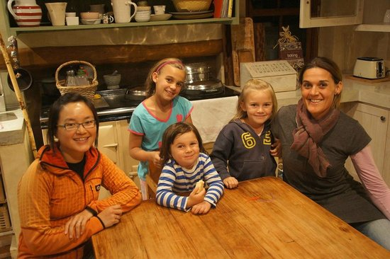 Wilderness, Zuid-Afrika: Claire, her lovely 3 girls and Xinhan my wife
