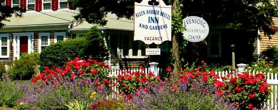 Allen Harbor Breeze Inn & Gardens: Our sign welcomes you!