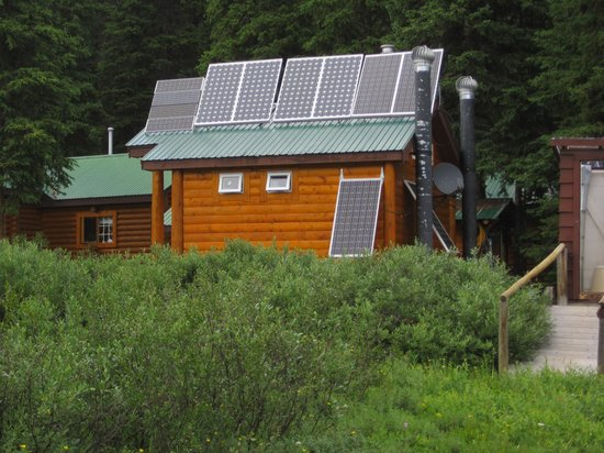 Shadow Lake Lodge: Solar panels on bathhouse