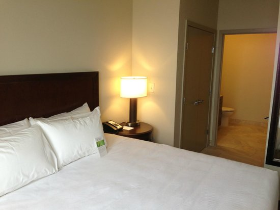 Minot, ND: Hyatt Grand Bed