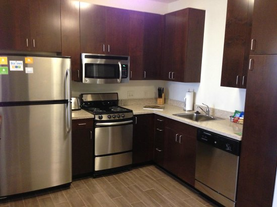 Minot, Βόρεια Ντακότα: Full kitchens in our 1 Bedroom and 2 Bedroom suites