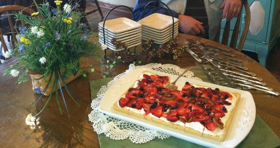 Millersburg, OH: A dessert for the evening, Fruit Pizza! Delish