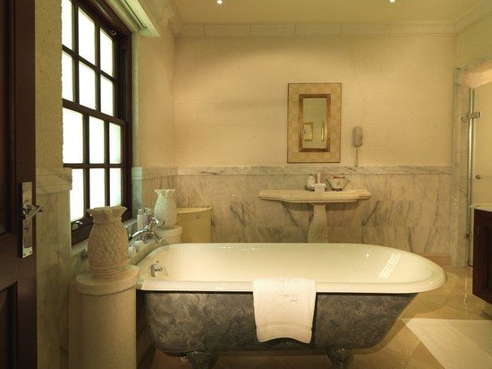 ‪‪Sandy Lane Hotel‬: Villa Bathroom AH‬