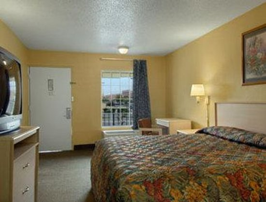 Antioch, TN: Standard King Bed Room