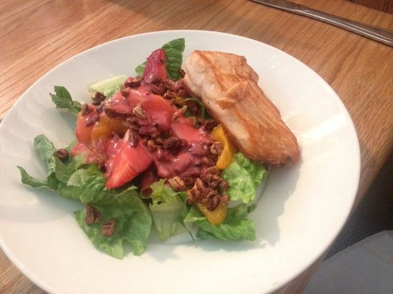 Banner Elk, Caroline du Nord : Petite Painted Salad with Salmon 