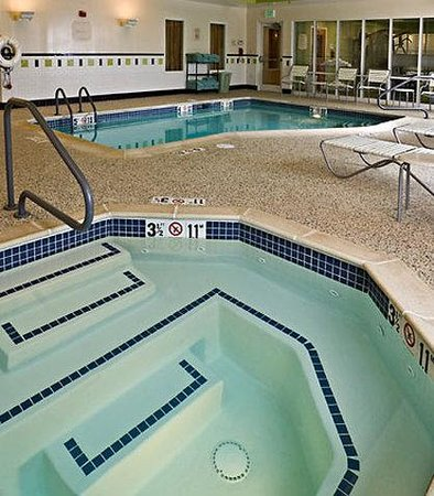 Fairfield Inn &amp; Suites: Indoor Pool &amp; Spa