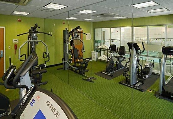 Fairfield Inn &amp; Suites: Fitness Room