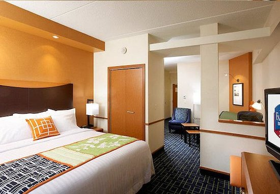 Fairfield Inn & Suites Pittsburgh Neville Island: King Studio Suite