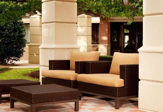 Courtyard by Marriott Dallas Addison/Quorum Drive: Courtyard Terrace
