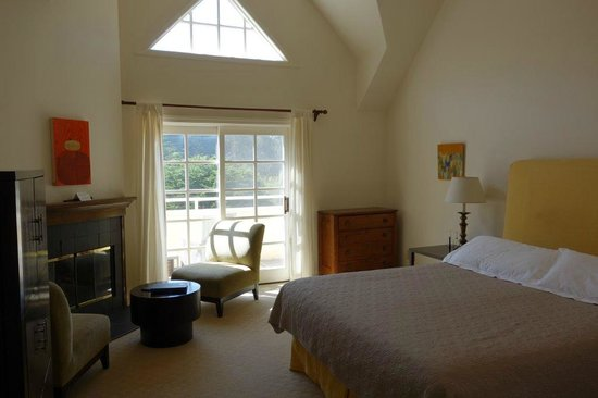 Seal Cove Inn: 2nd Floor Room