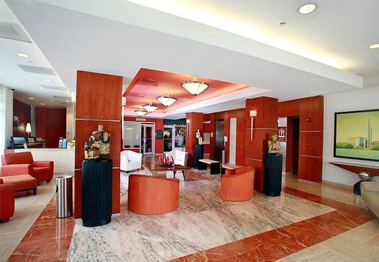 Courtyard by Marriott San Juan Miramar: Lobby