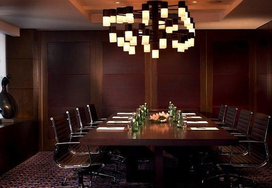Courtyard by Marriott Hong Kong: Executive Boardroom