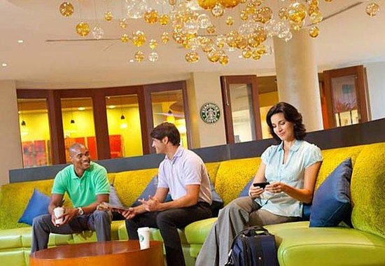 Courtyard by Marriott Miami Airport: Starbucks