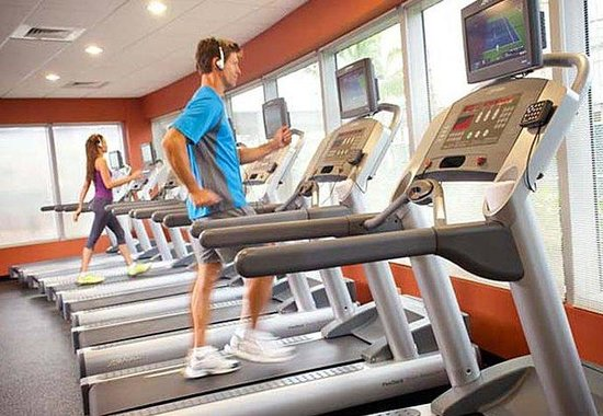 Courtyard by Marriott Miami Airport: Fitness Center - Treadmills