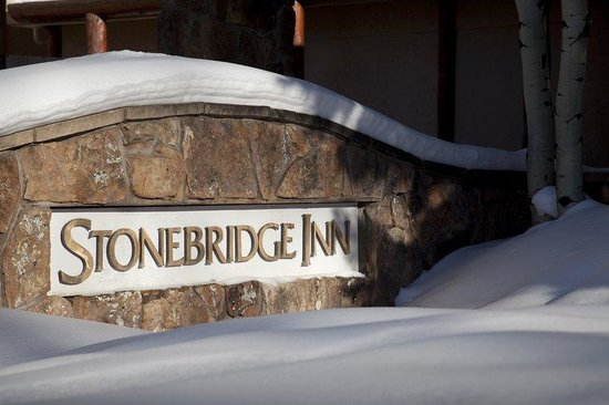 Stonebridge Inn: Stonebridge Sign Winter
