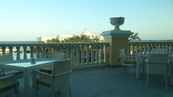 Iberostar Grand Hotel Paraiso: Patio dining at Toni&#39;s