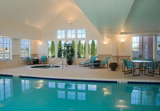 Maumee, : Indoor Pool &amp; Whirlpool