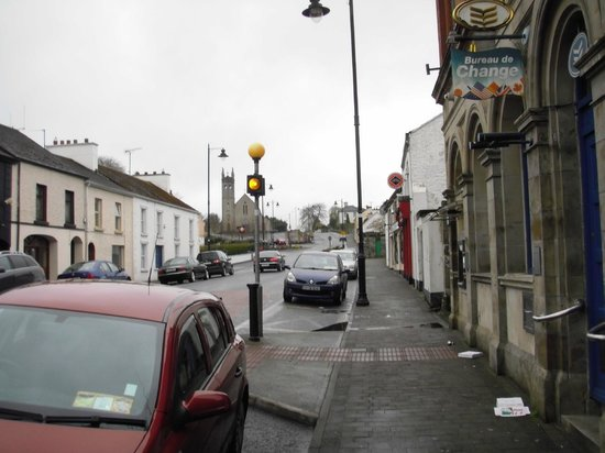 The Laurels B & B: Looking down the main street of Mohill, a 1 minute walk from the Laurels.