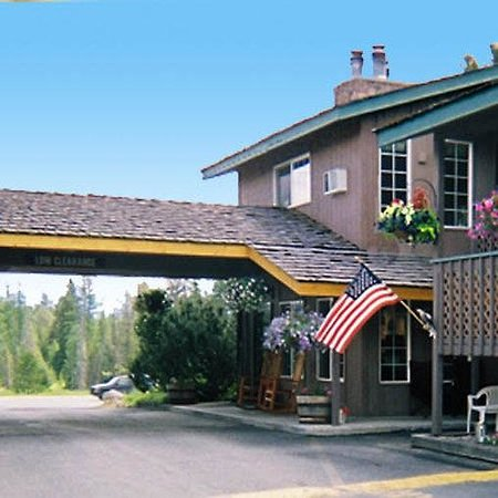 Chalet Motel: Exterior View