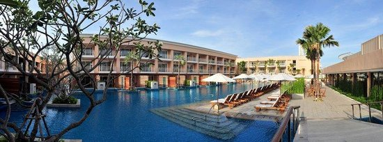 Millennium Resort Patong Phuket: Lakeside Pool