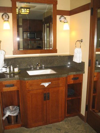 Disney's Grand Californian Hotel: bathroom sink area